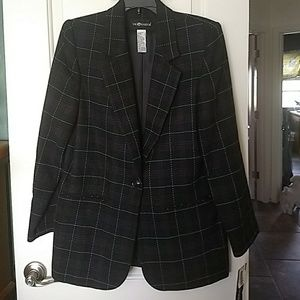 Plaid blazer size 8 brand new. Wool